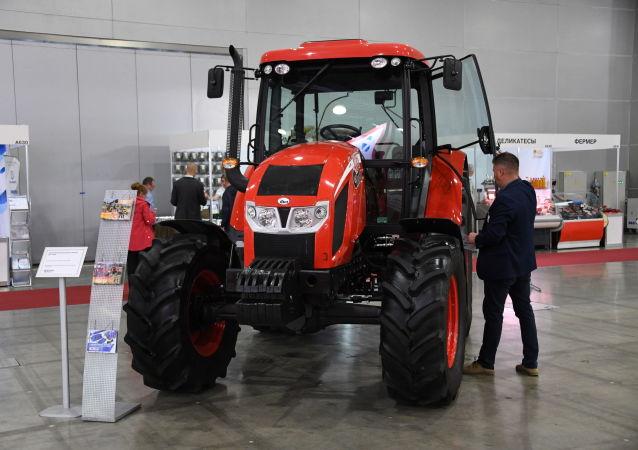 Traktor ANT ZETOR 4135F na výstavě v Rusku