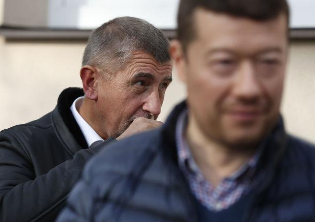 Tomio Okamura (za SPD) a Andrej Babiš (za ANO)