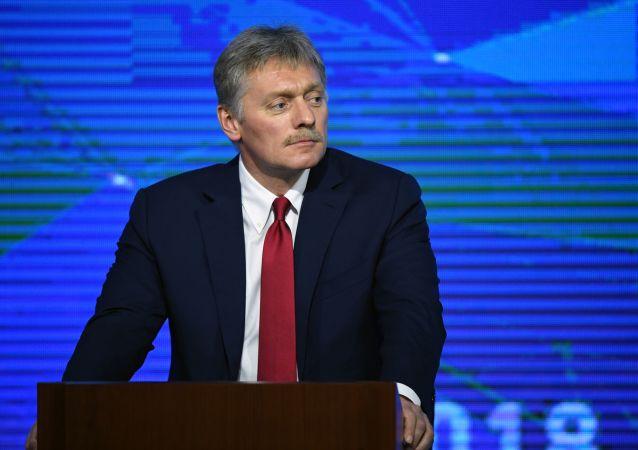 Moderátor velké výroční konference - tiskový mluvčí ruského prezidenta Dmitrij Peskov
