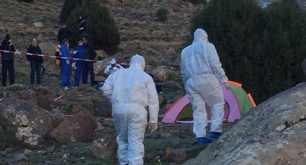 Zkoumání oblasti, kde byla nalezena těla zavražděných žen