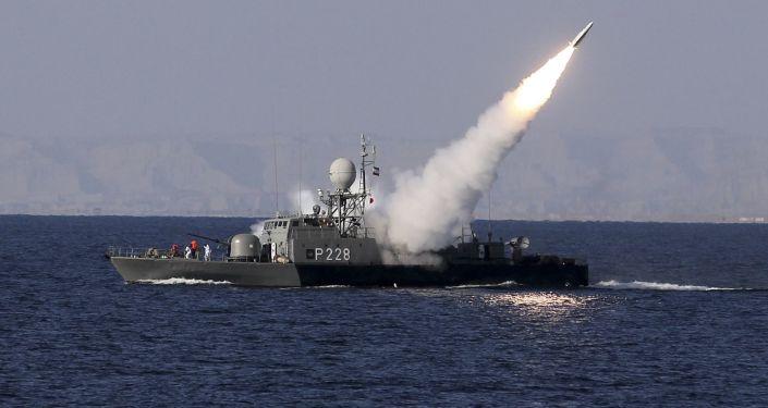 Íránské lodě během cvičení v Perském zálivu