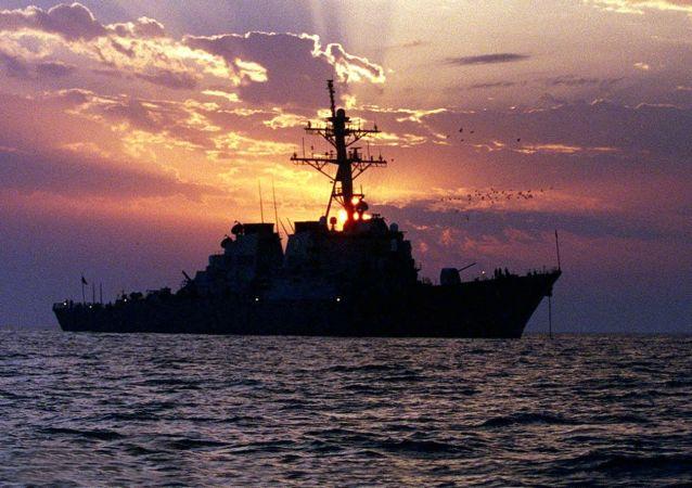 Americká loď Carney v Perském zálivu