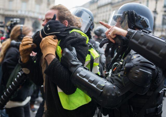 Protestní akce žlutých vest v Paříži