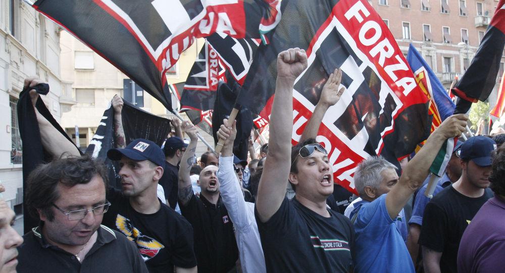Ultrapravicoví aktivisté během demonstrace v Miláně