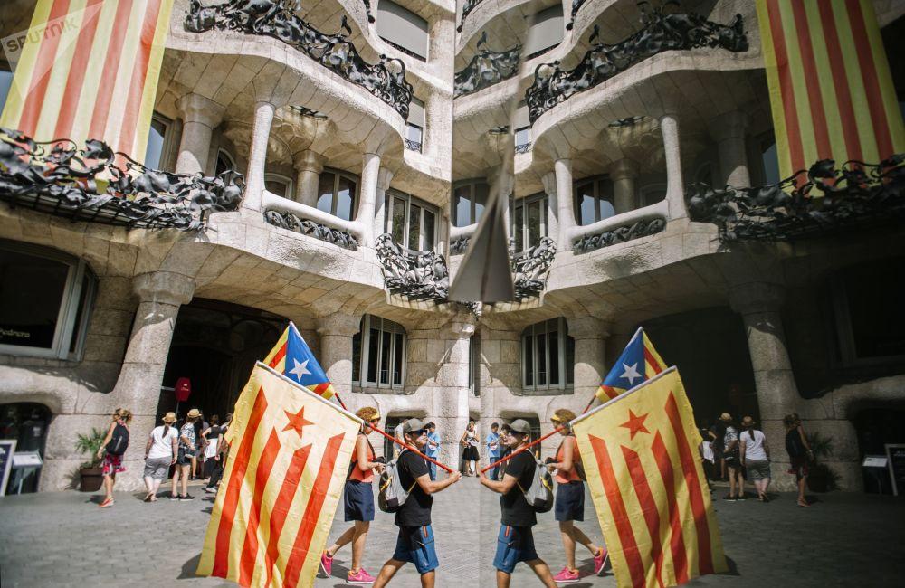 Účastníci akce podporovatelů nezávislosti Katalánska v Barceloně