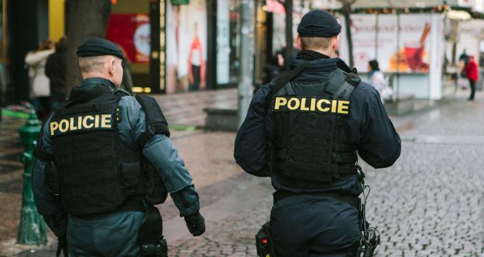 Čeští policisté v ulicích Prahy. Ilustrační foto