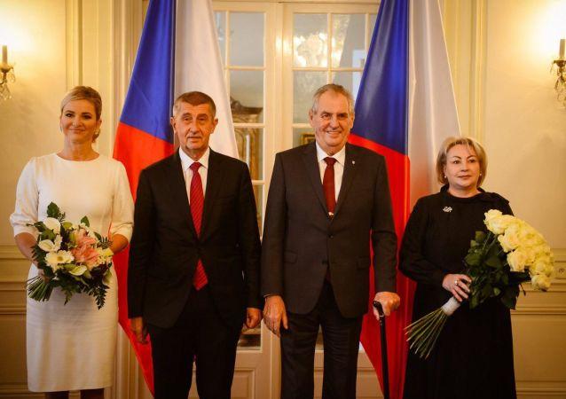 Premiér Andrej Babiš a prezident Miloš Zeman spolu se svými manželkami na tradičním novoročním obědě.