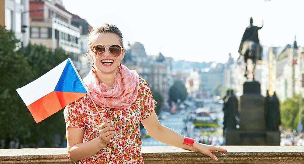 Česká slečna na Václavském náměstí v Praze