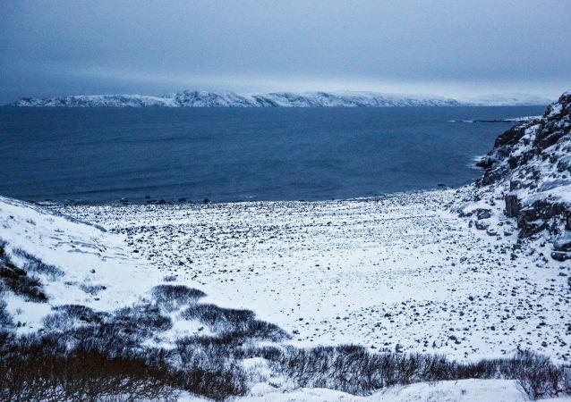 Pobřeží Barentsova moře na poloostrově Kola