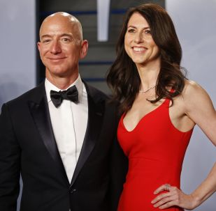 Jeff Bezos s manželkou