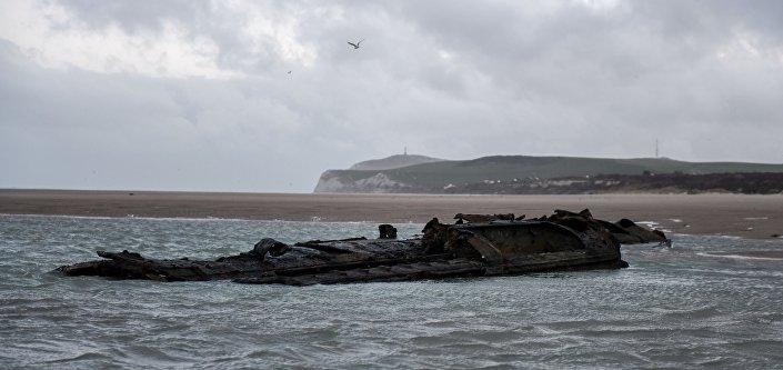 Trosky německé ponorky z dob první světové války na francouzském pobřeží