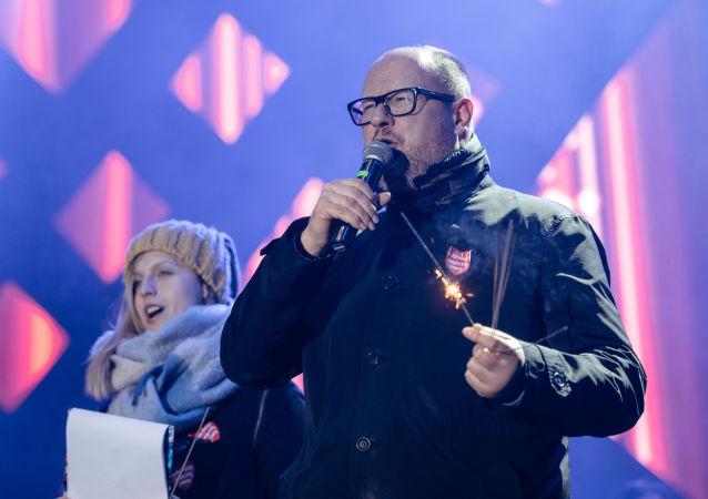 Prezydent Gdańska Paweł Adamowicz na scenie WOŚP, Gdańsk, 13 stycznia 2019 roku