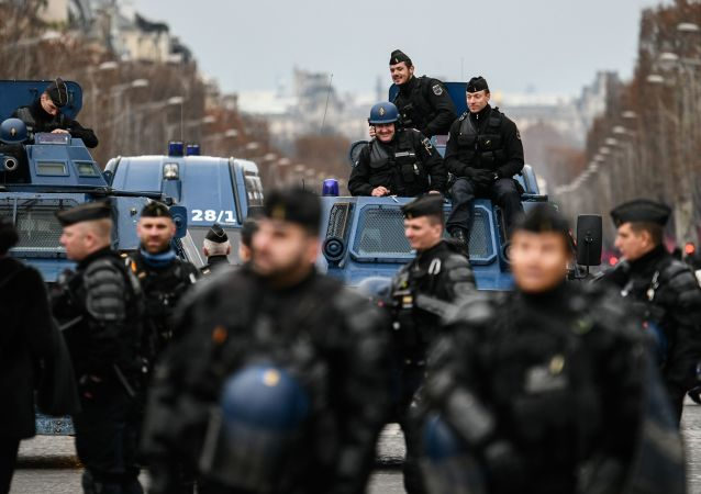 Francouzští policisté v Paříži