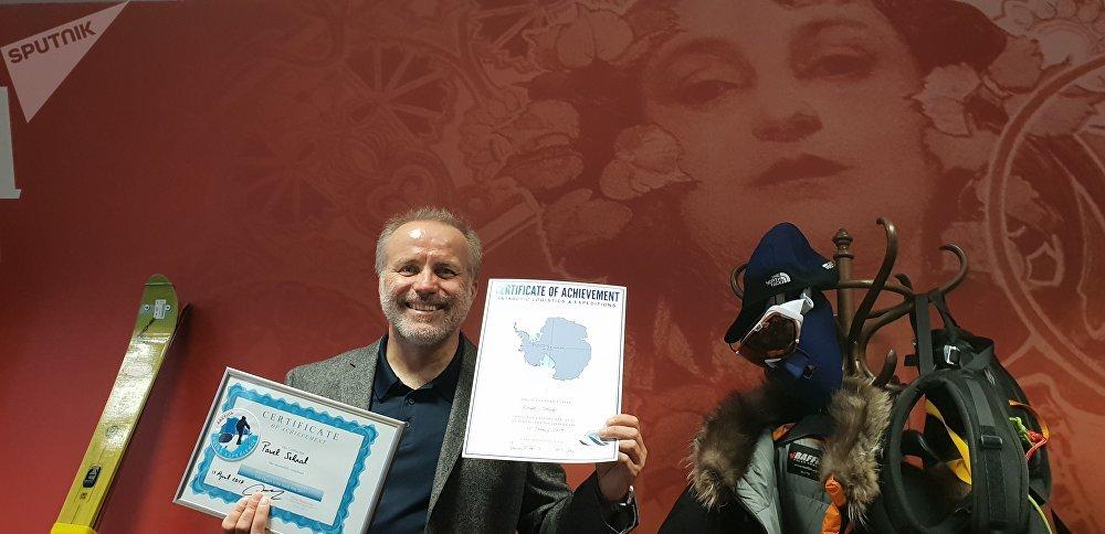 Pavel Sehnal s diplomy o pokoření pólů