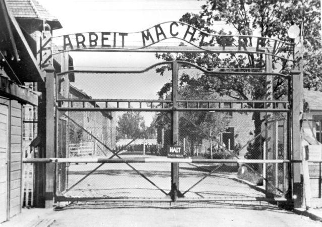 Hlavní vstup na území koncentračního tábora Osvětim