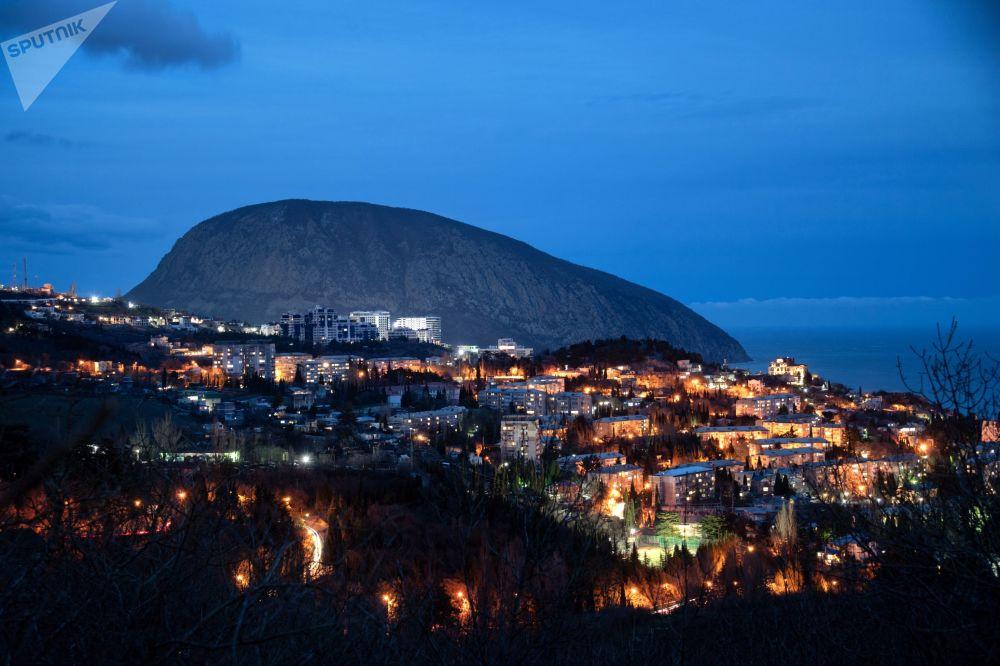 Pohoří Ayu-Dag ze strany města Gurzuf