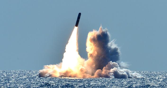Odpálení americké balistické rakety Trident II D5. Ilustrační foto