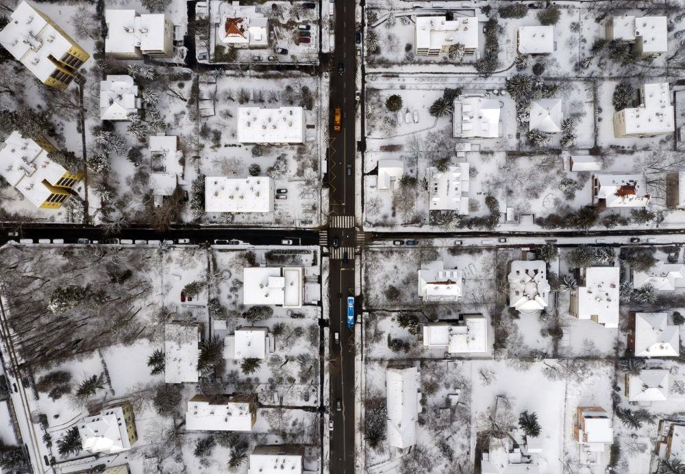 Zasněžené  uličky na předměstí Budapešti