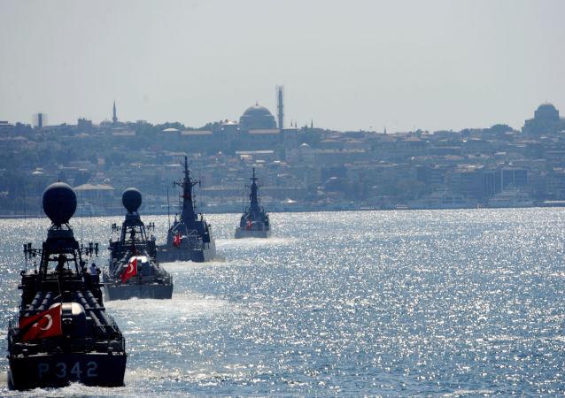 Turecké vojenské námořnictvo v Istanbulu