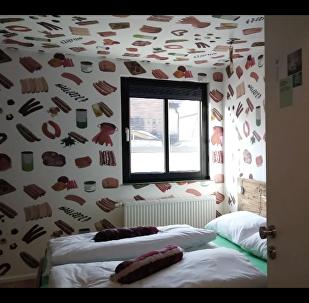 """Němec vytvořil """"uzeninový"""" hotel. Teď tam míří turisté z celého světa"""