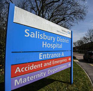 Logo oblastní nemocnice v Salisbury, kde se léčil bývalý ruský agent Sergej Skripal a jeho dcera Julie