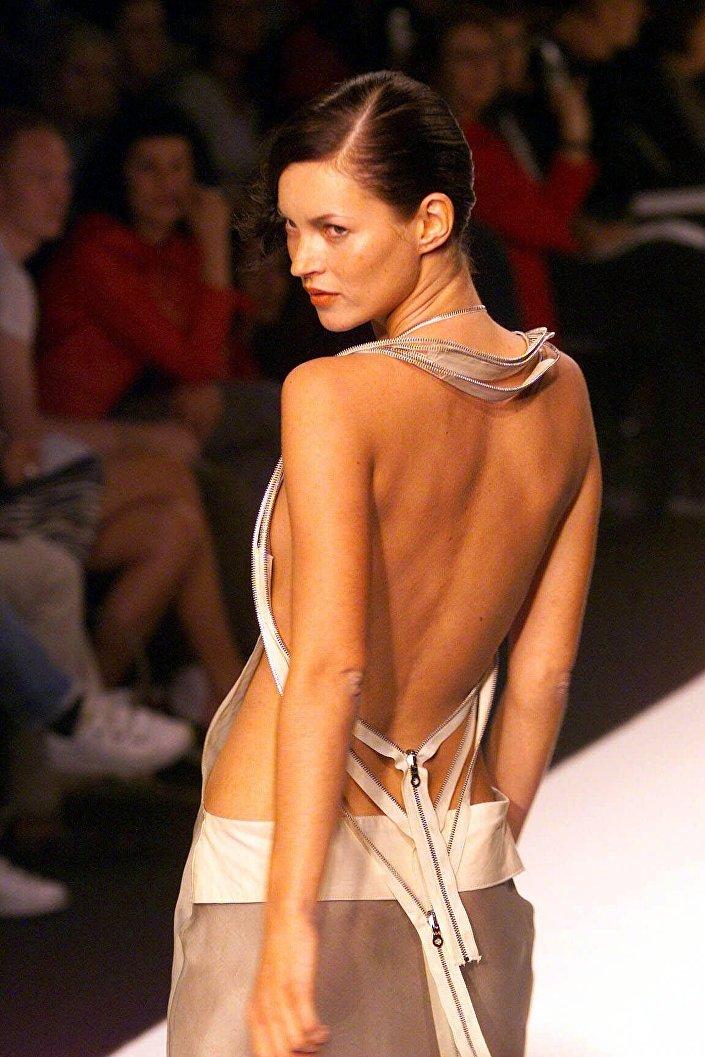 Topmodelka Kate Moss, 1999 rok
