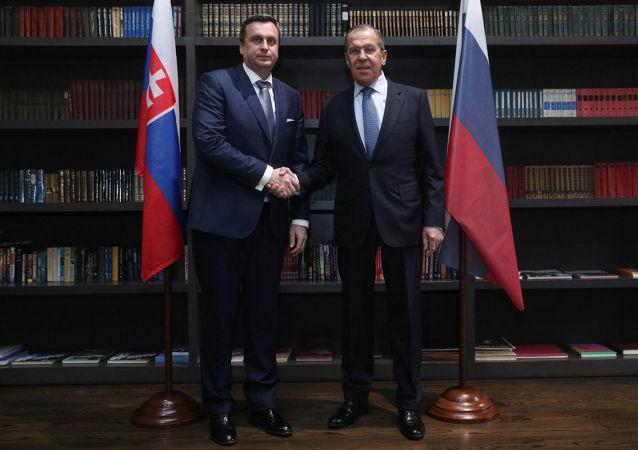 Andrej Danko a Sergej Lavrov při jednání v Soči
