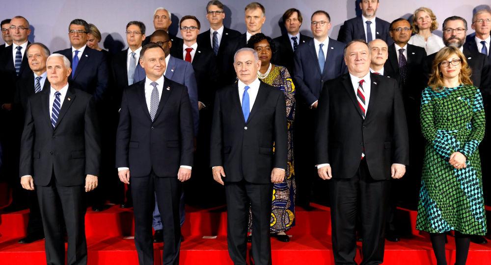 Účastníci konference o Blízkém východě ve Varšavě