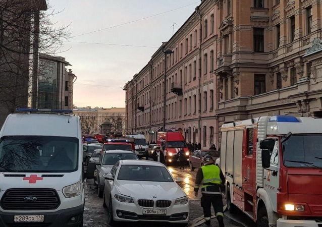 V budově petrohradské univerzity spadla tři patra podlahových nosných konstrukcí