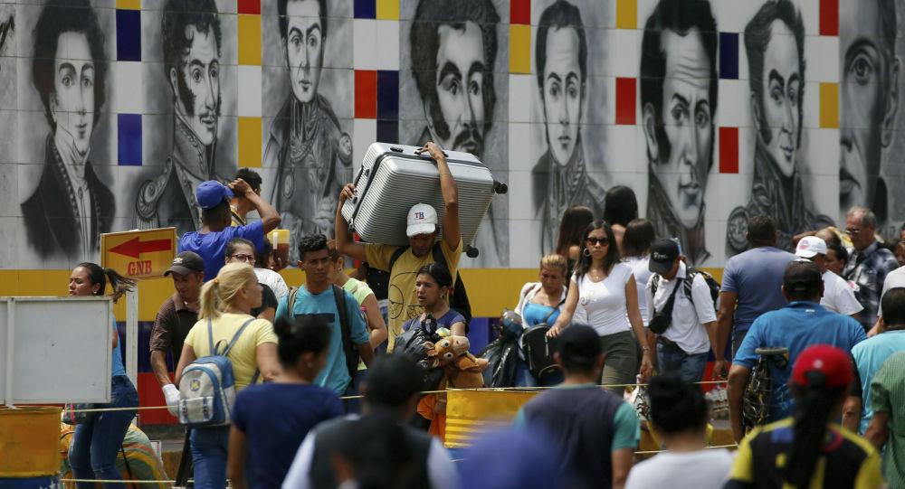 Občané Venezuely na hranici s Kolumbií