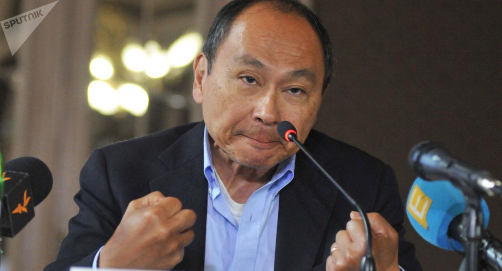 Americká demokracie zabloudila. Tak pravil Fukuyama