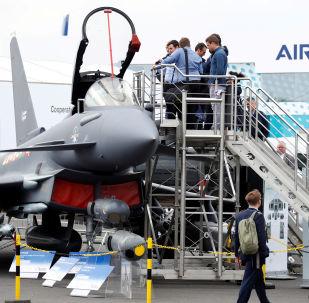 Stíhačka Eurofighter Typhoon na letecké show v Berlíně