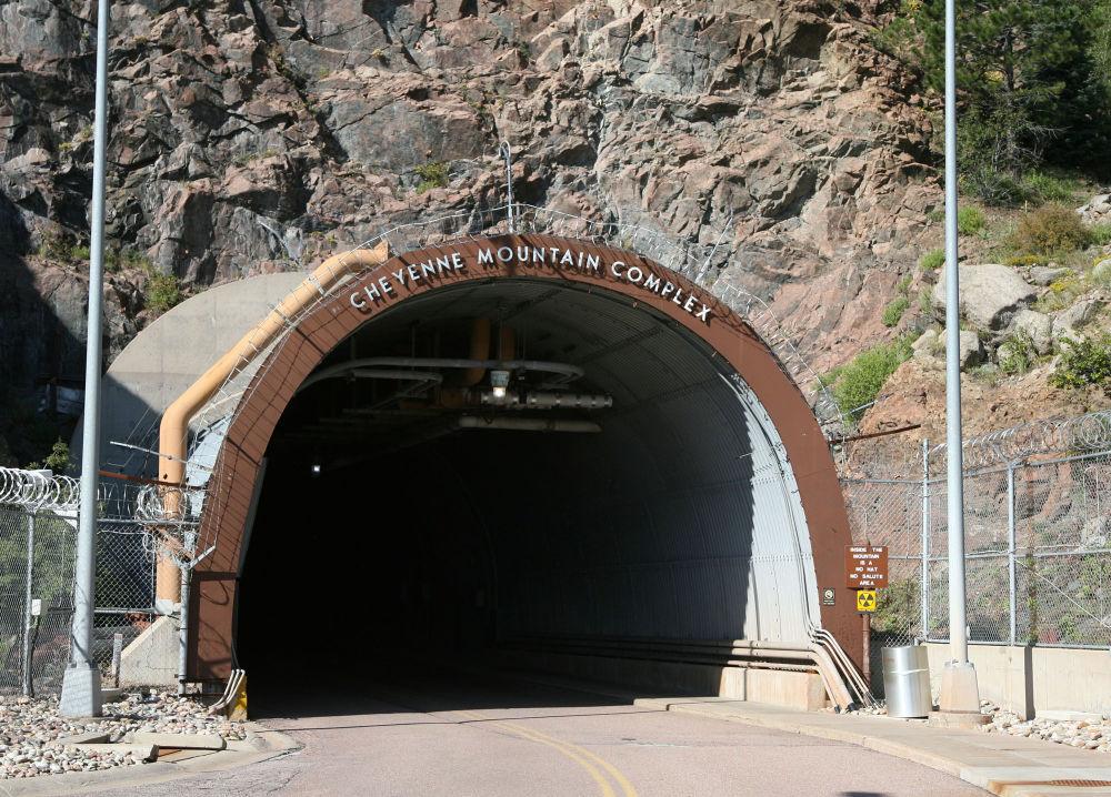 Cheyenne Mountain Operations Center – podzemní komplex Severoamerického velitelství protivzdušné obrany v Coloradu
