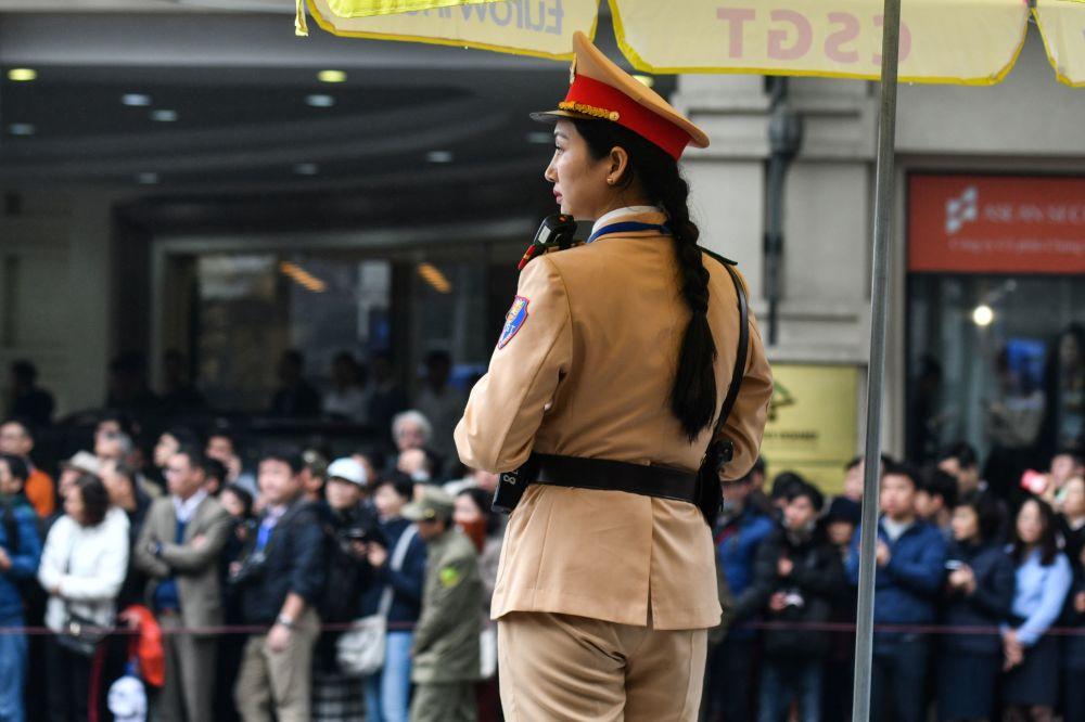 Vietnamský policista během setkání vůdce KLDR Kim Čong-una v Hanoji