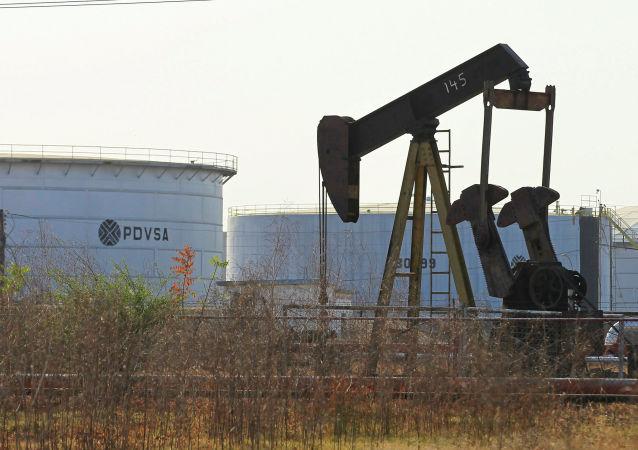 Těžba ropy. Ilustrační foto