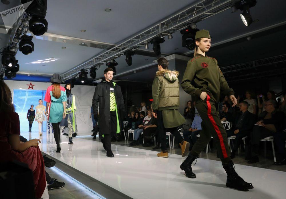 Armáda jako životní styl: Soutěž ruských návrhářů Vojenské uniformy
