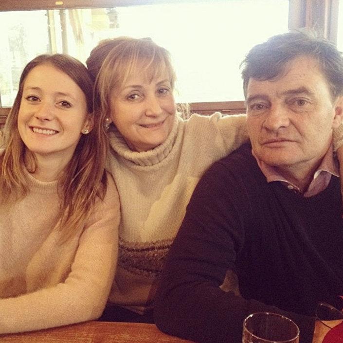 Bohumila Tauchmannová (uprostřed) s manželem Miroslavem a dcerou Kristinou.