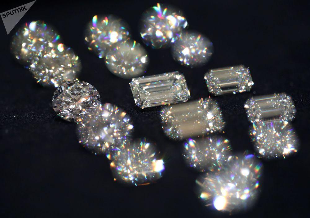 Diamanty společnosti Alrosa na výstavě diamantů