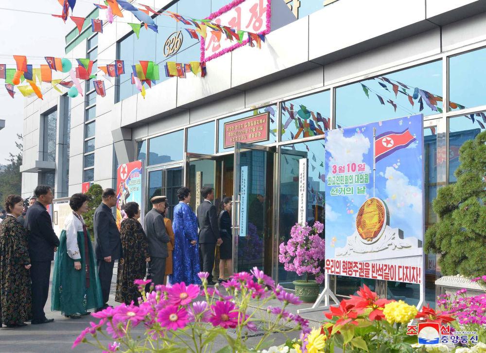 Fronta do volební místnosti