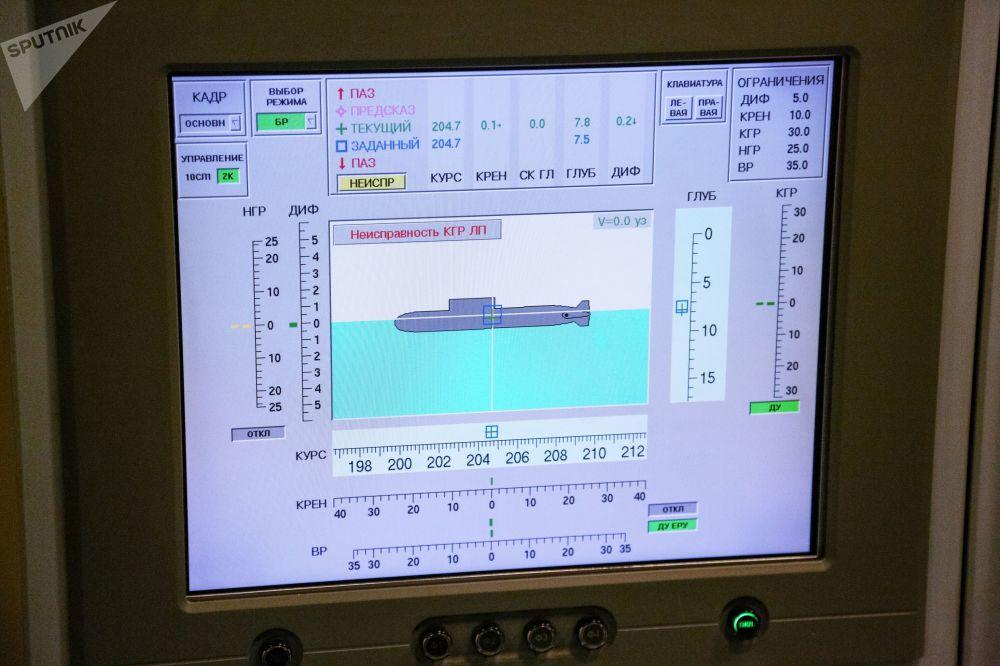 Jeden z monitorů hlavní hlídky uvnitř jaderné ponorky K-535 Jurij Dolgorukij.
