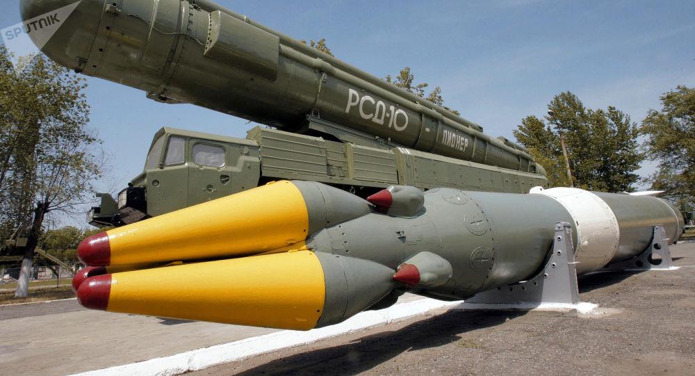 Sovětská střela středního doletu RSD-10 Pioněr (SS-20)