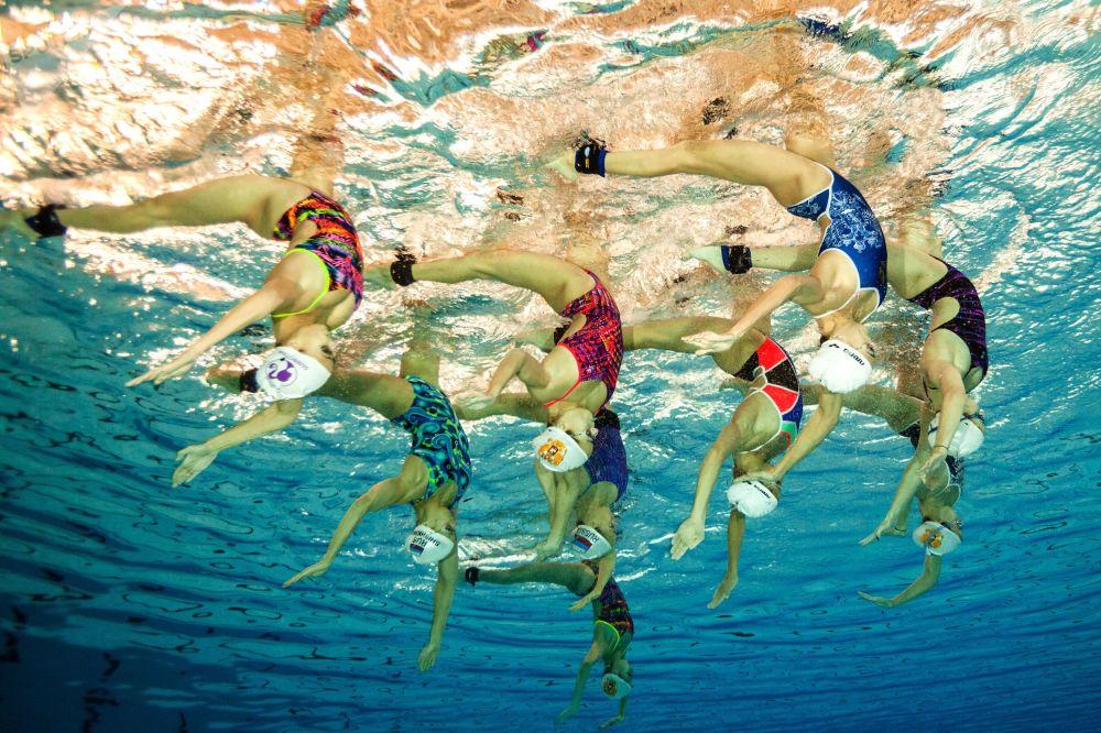 Ruský národní tým v synchronizovaném  plavání během tréninku