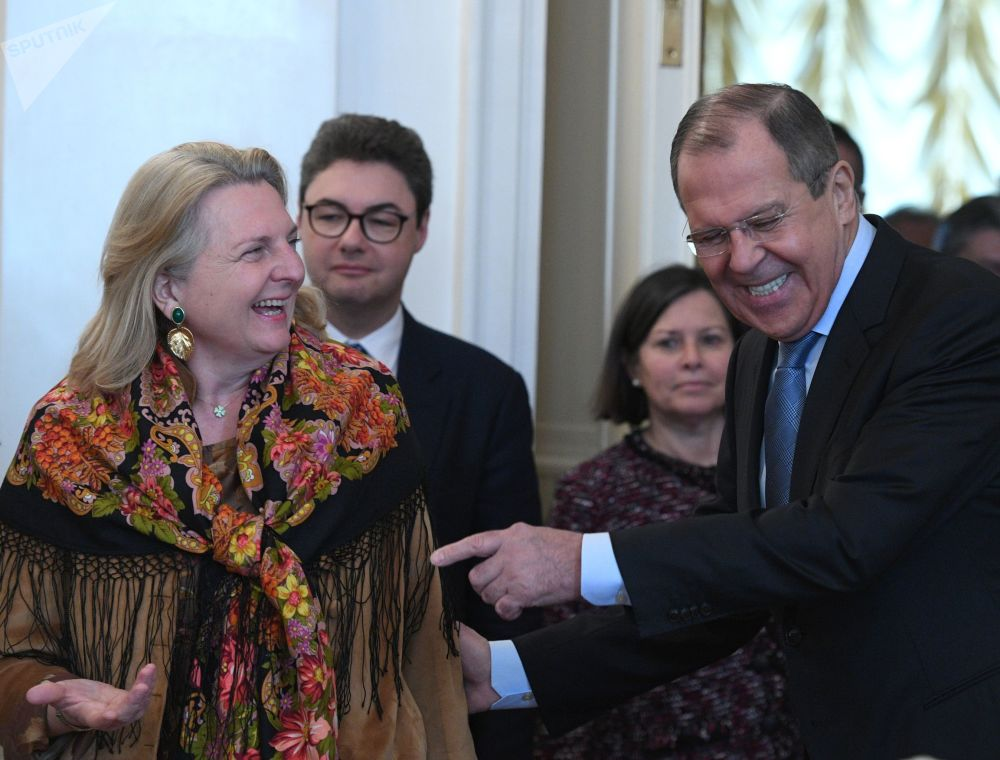 Ministryně evropských, integračních a zahraničních věcí Rakouska Karin Kneisslová během setkání s ruským ministrem zahraničí Sergejem Lavrovem v Moskvě.