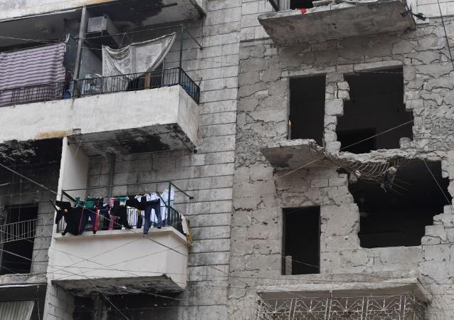 Zničený dům v Aleppu