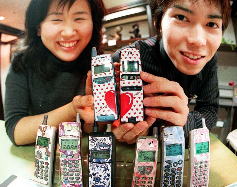 """Od """"cihly"""" k iPhonu: úchvatné dějiny mobilních telefonů"""