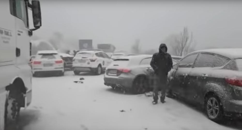 Padesát aut se srazilo ve Španělsku kvůli sněžení. 36 lidí bylo zraněno