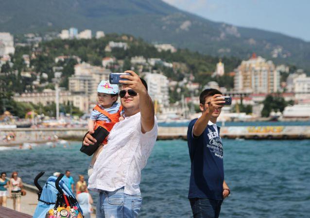 Turisté na Krymu