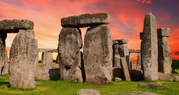 Vědci rozluštili tajemství Stonehenge