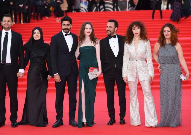 Hvězdy na červeném koberci. V Moskvě byl slavnostně zahájen mezinárodní filmový festival