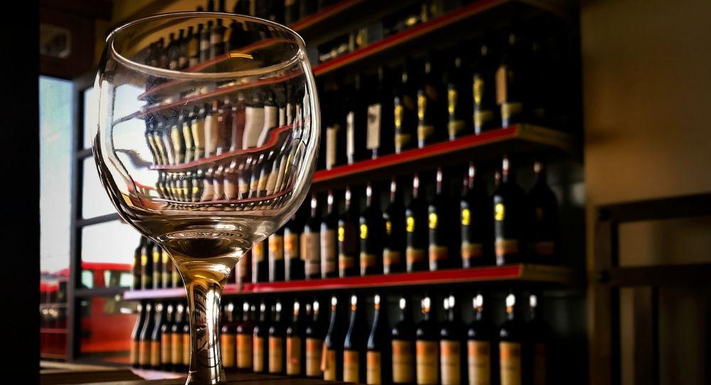 Pohár vína. Ilustrační foto